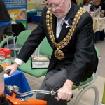 Mayor trying out the 'smoothie bike'
