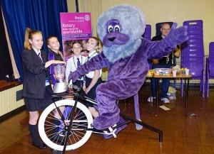 Worden Volunteer Students with Worden Lion and Smoothie      Bike